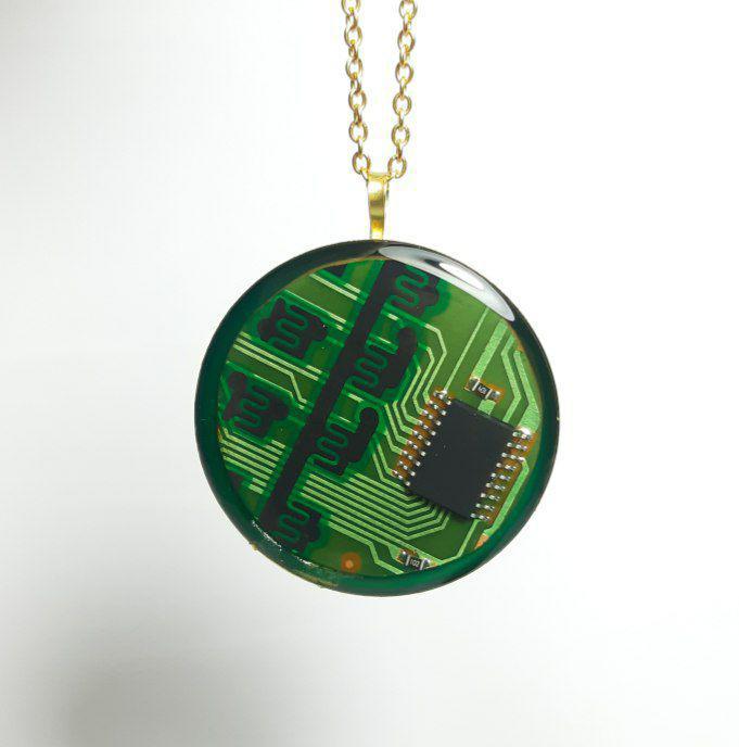 گردنبند رزینی مدار الکتریکی