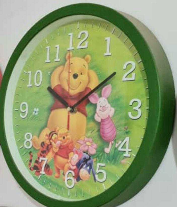ساعت دیواری کودک طرح پو مشکی  قطر ۳۳ برند سیتیزن